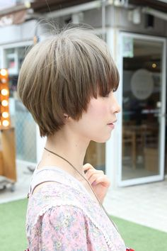 asian short straight haircut japanese short hairstyle for summer ~ same cut, different view