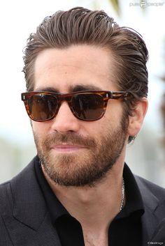 Those shades are neat #jakegyllenhaal