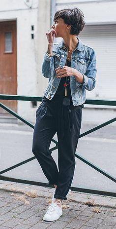 แจ็คเก็ตยีนส์ H&M, เสื้อกล้ามสีดำ Ekyog, กางเกงสีดำ Mango, รองเท้า Veja, กระเป๋า American Vintage, ผ้าพันคอ Vero Moda
