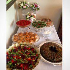 davet menüleri,menü örnekleri,salatalar,börekler,davet tatlıları,panna cotta,cheesecake,çilekli cheesecake,bezirgani,etli yaprak sarma,tavuk sarma,domesli tavuk sarma,mezeler
