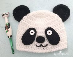 This Kung Fu Panda inspired pattern is available free via RepeaCrafterMe. There is just something so cute about sleepy Panda's. My daughter loves Pandas and has quite a few Panda themed trinkets in he