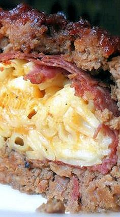 Mac & Cheese Stuffed BBQ Meatloaf (use low carb/gluten free mac n cheese, BBQ sauce, ham (if using), bacon, crackers (if using) Beef Dishes, Food Dishes, Main Dishes, Meat Recipes, Cooking Recipes, Meatloaf Recipes, Oven Recipes, Vegetarian Cooking, Easy Cooking