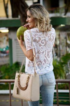 looksly - Camila Milagres com calça skinny e blusa de renda do Verão 2016