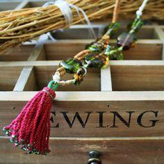 Öyküler anlatmaya devam... #lampworking #cam #boncuk #handmade #necklace #kolye #bohemianstyle #bohemianfashion #boho #design #special #zetsocial #anatoliangirls #anatolia #tasarım #ankara #turkishdesigners #püskül #iyi akşamlar