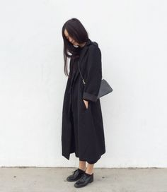 Chic Style - all black outfit with duster coat, brogues & bag