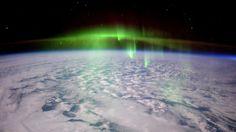 Tältä näyttää, kun revontulia todistaa avaruudesta. Astronautti Tim Peaken…