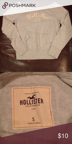 Hollister gray sweater Gently used great condition! Hollister Sweaters Crew & Scoop Necks