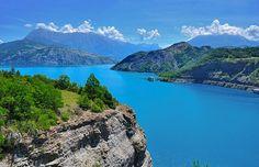 The Serre-Poncon lake in the Southern French Alps !  #serre #poncon #lac #lake…