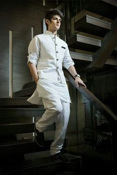 Mens Style Discover 15 Latest White Kurta Pajama Designs for Men in Fashion Mens Indian Wear, Mens Ethnic Wear, Indian Groom Wear, Indian Men Fashion, Mens Fashion Suits, Groom Fashion, Indian Man, Fashion For Men, Indian Ethnic Wear