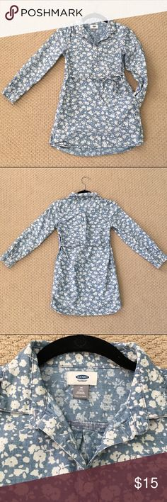 Super Cute Girl's Floral Old Navy Dress This super cute dress from Old Navy features pockets and a fantastic blue and white floral pattern. Perfect condition! Size Medium (8) Old Navy Dresses Casual