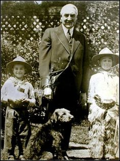 Move over, Secret Service. Two brave cowboys pose with Warren G. Harding and his pup, Laddie boy. Presidential Portraits, Presidential History, Presidents Wives, American Presidents, Bo Obama, Warren Harding, Warren G, Airedale Terrier, Terriers