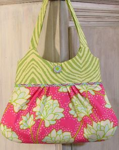 Another cute bag pattern.