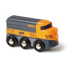 Zie het landschap aan je voorbij vliegen wanneer je met deze goederenlocmotief onderweg bent. Deze diesel locomotief wordt bijgetankt door fantasie. Met de grafische vormgevingen op de zijkanten, ziet deze locomotief er zeer stevig en robuust uit – de sterkste van alle BRIO treinen!  http://www.brio-trein.nl/brio-treinen-33257-diesellocomotief.html