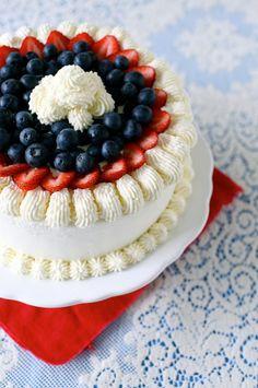 berry vanilla ice cream cake by annieseats Patriotic Desserts, Blue Desserts, Frozen Desserts, Frozen Treats, Just Desserts, Fourth Of July Cakes, July 4th, Dessert Crepes, Biscotti