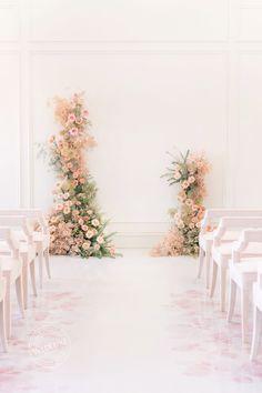 WedLuxe Feature - Petit Trianon - Floral Design by Jodi Leigh Designs Wedding Reception Design, Wedding Ceremony Decorations, Wedding Ceremony Flowers, Makeup Studio Decor, Large Floral Arrangements, Fiesta Decorations, Simple Elegant Wedding, Rental Decorating, Event Planning Design