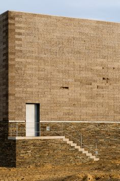 "Quinta do Portal ""Portal"" Winery Sabrosa, Pt 2008 Stone Facade, Stone Cladding, Detail Architecture, Contemporary Architecture, Stone City, Build A Wall, Brick Block, Brick And Stone, Brickwork"