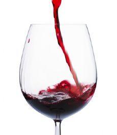 Um estudo canadense descobriu que consumidores responsáveis são mais felizes a longo-prazo. O resultado mostrou que beber álcool de forma consistente e responsável está ligado com uma saúde melhor e com o bem-estar em pessoas de meia idade. Segundo os autores, eles também contaram que se sentem mais felizes e têm um menos queixas, comparados aos abstêmios e consumidores de álcool em grande quantidade.