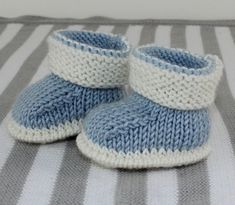 Baby 2 Colour Booties Beanie05   madmonkeyknits knitting patterns