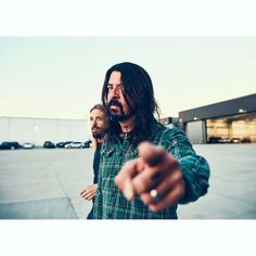 Foo Fighters is an American alternative rock band formed in Seattle in It is also my favorite fucking band in the world. Welcome to my foo world x Music Film, Indie Music, Nirvana Lyrics, Taylor Hawkins, Billboard Magazine, Dave Grohl, Gibson Les Paul, Custom Guitars, Musica