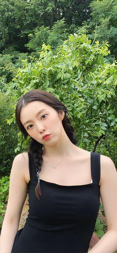 Red Velvet Joy, Red Velvet Irene, Seulgi, Cool Instagram Pictures, Girl Korea, Beautiful Asian Girls, Woman Crush, Jungkook Cute, Korean Girl Groups