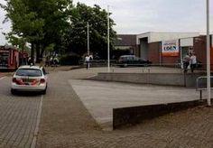 30-Apr-2014 12:30 - DODEN DRUGSLAB UDEN ZIJN LIMBURGERS. De twee doden die maandag werden gevonden in een drugslab in Uden zijn twee Limburgers, een man van 28 uit Roermond en een man van 35 uit...