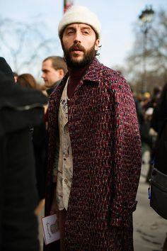 On the Street…Grand Palais, Paris (The Sartorialist) Men Street, Street Chic, Street Wear, Street Style, The Sartorialist, Modern Mens Fashion, Best Mens Fashion, Men's Fashion, Trendy Fashion