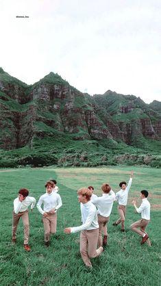 /Lockscreen/ collect by Baekhyun Chanyeol, Park Chanyeol, Exo Group Photo, Exo Lockscreen, Exo Korean, Kpop Exo, Exo Kokobop, Exo Memes, Photo Book