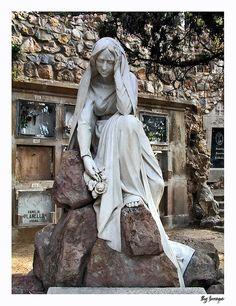 Escultura de Clarasó  ( un desl  4 Gats),  Cementiri de MontjuÏc  BCN  Catalonia
