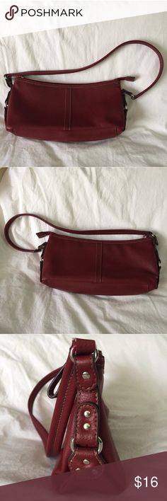 """.Relic. Red faux leather shoulder bag Red faux leather shoulder bag from Relic. Silver accents and off-white stitching. One small interior zippered compartment. 11"""" wide, 3.5"""" deep, 5"""" tall. The drop from shoulder to bag is 10.5"""". Entire strap length 24"""". EUC. Relic Bags Shoulder Bags"""