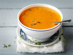 Punainen paprika-tomaattikeitto Soup Recipes, Cooking Recipes, Thai Red Curry, Nom Nom, Ethnic Recipes, Food, Ideas, Red Peppers, Chef Recipes