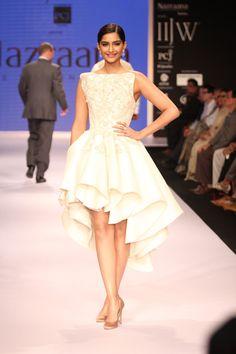Sonam Kapoor Walks The Ramp For IIJW 2014 | StarsCraze