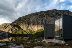 KOKO architects, SKÅPET, Estland, Norwegen, Lysefjord, Berge, Felsenküste, Berghütten, Wanderpfad, Wanderweg, Moderne Architektur, minimalistisch, Zink, witterungsbeständig