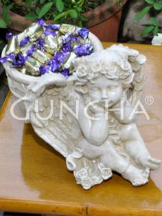 Sitting Angel pot!! Invest in this pretty and attractive planter and add appeal to the overall look of your living space.