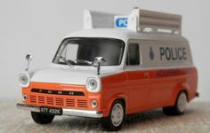 """1:43 Ford Transit MK1 city police of Great Britain model  """"World Police""""№26"""