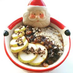 """lucirebecca on Instagram: """"// b r e a k f a s t • o a t s // today's creation was inspired by @fattywantsabiscuit ! Mince pie & pear oatmeal made with @deliciousalchemy oats, water, chia seeds, @aldiuk mincemeat & fruit and some sneaky @naturya coco nibs  ----------------------------------------------- #breakfast #whatieat #igfood #instafood #delicious #foodie #foodpic #fooddiary #healthy #healthyeating #foodlover #eathealthy #foodporn #foodgasm #foodstagram #porridge #plantbased… Mince Meat, Mince Pies, Food Diary, Chia Seeds, Glutenfree, Pear, Oatmeal, Food Porn, Healthy Eating"""