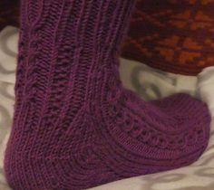 Toe up socks with basic cable / St. Knits, Ravelry, Knit Stitches, Tuto Tricot, Knitting Stitches, Knitwear, Knitting