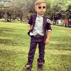 A casual ring bearer with a not-so-casual attitude