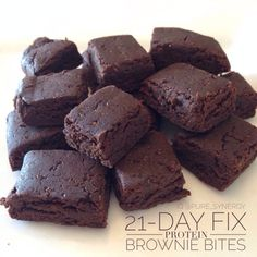 Protein Brownie Bites Fix recipe - 1 scoop chocolate protein powder, 1 ts. - Protein Brownie Bites Fix recipe – 1 scoop chocolate protein powder, 1 tsp melted coconut - 21 Day Fix Desserts, 21 Day Fix Snacks, Pancakes Protein, Protein Bites, Healthy Sweets, Healthy Recipes, Fixate Recipes, Protein Dinner, Vegan For A Week