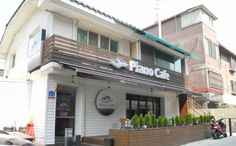 Piano Cafe in Seoul. Korean Cafe, Learn Korean, Wonderful Places, South Korea, Seoul, Piano, Places To Go, Restaurants, Bakery