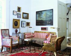 On the north sitting room's Bessarabian rug sit a gilt American Empire sofa covered in a silk stripe, a partly gesso and gilt Empire armchair and a velvet-covered horn-legged slipper chair. (Courtesy The World of Interiors) Picture Arrangements On Wall, Decor Interior Design, Interior Decorating, French Apartment, World Of Interiors, French Interiors, Mid Century Decor, Best Interior, Beautiful Interiors