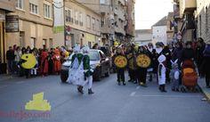 Esta fotografía es del desfile de carnaval de Tobarra. Quiero mostrar el entusiasmo, la cooperación, la gente que ha participado y lo bien que se lo están pasando. Autor: gorratriste.fotografa    http://www.kallejeo.com/articulo/kalleclick-carnavaleros-Carnaval-de-tobarra-2012