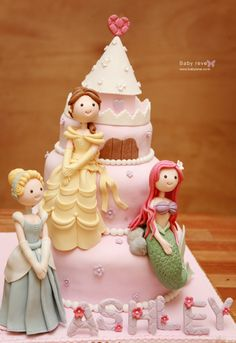 oh my WOW!  Cute Disney princess cake.