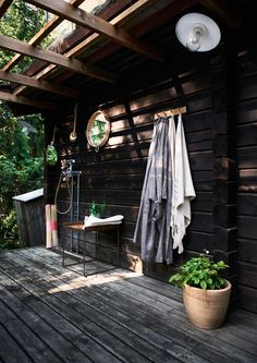 Charming Norwegian-style Log Cabin Packed with Iconic Design Pieces - Nordic Design Outdoor Baths, Outdoor Bathrooms, Cabin In The Woods, Cottage In The Woods, Nordic Design, Rustic Design, Style Norvégien, Room Style, Scandinavian Cottage