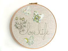 Love Life Personalised Embroidered Hoop Art por ThreeRedApples