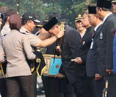 Sejumlah Tokoh di Jawa Barat Terima Honorary Police dari Kapolda