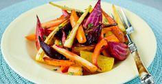 Fargerikt og sunt tilbehør! Ovnsstekte rotgrønnsaker som pastinakk, gulrot, kålrot, jordskokk, hvitløk, rødbet, gulbete og polkabete passer til høstens middager. Alle rotgrønnsaker kan brukes på denne måten, så her er det bare å blande sin egen favoritt.
