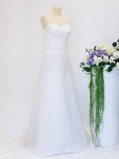 Creazioni Velo di Sposa  #outlet #abitodasposa #abitodasposadasogno Outlet, Wedding Dresses, Fashion, Bride Dresses, Moda, Bridal Gowns, Alon Livne Wedding Dresses, Fashion Styles, Wedding Gowns