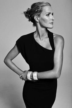 Model India Hicks, Princess Diana's bridesmaid, Crabtree + Evelyn perfumer, and accessories designer tells why she lives on Harbour Island in the Bahamas. Estilo India, Harbour Island Bahamas, Black White Photos, India Fashion, Passion For Fashion, Style Icons, Beautiful People, Fashion Beauty, Glamour