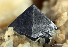 Magnetite. Borcola Pass Quarry, Borcola Pass, Posina, Vicenza Province, Veneto, Italy Taille=3.33 mm Collection et photo Matteo Chinellato