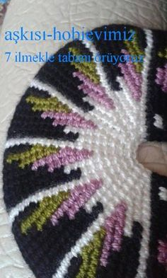 This Pin was discovered by HUZ Crochet Doily Rug, Tunisian Crochet Stitches, Crochet Slipper Pattern, Knit Or Crochet, Knitting Stitches, Knitting Socks, Knitting Patterns Free, Baby Knitting, Freeform Crochet